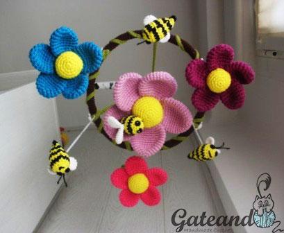 Móvil carrusel abejas flores