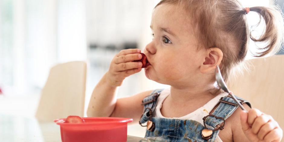 blw niña comiendo