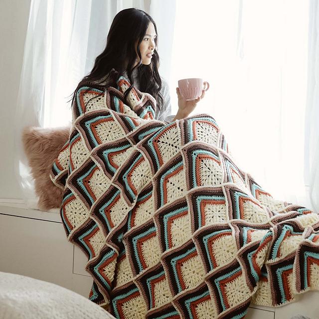 Stripy Texture Motif Blanket by Yarnspirations Design Studio manta de ganchillo