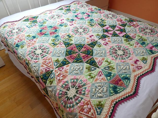 Manta de ganchillo The Kaleidoscope Blanket byCatherine Bligh