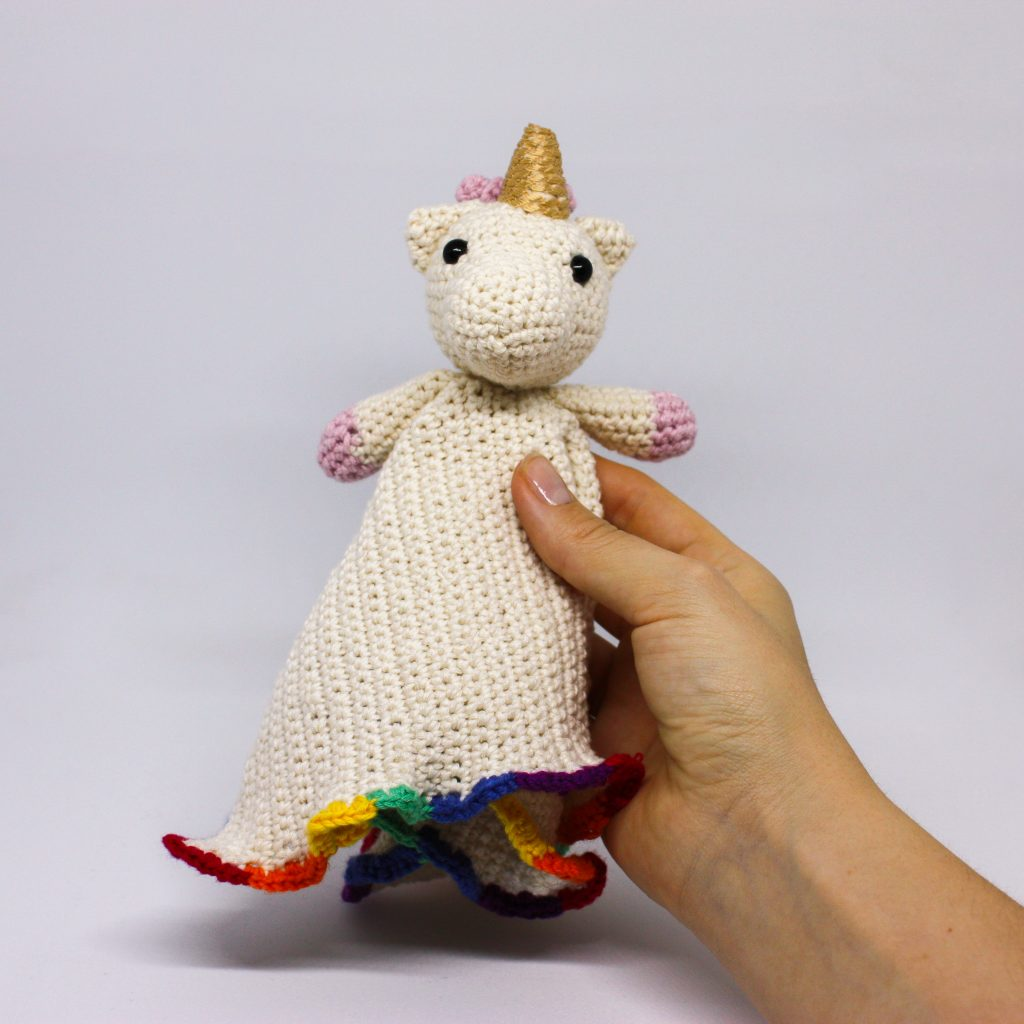 manta de apego unicornio amigurumino