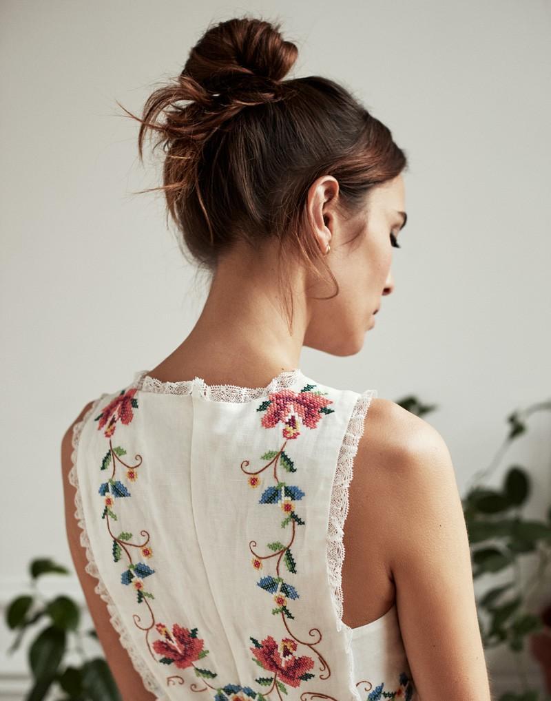 bordar camisa blanca Alexa Chung