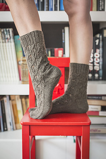 Patrones de punto calcetines Diamond leaves socks